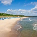 Strand auf Rügen im Seebad Göhren in der Vorsaison - die Ruhe vor dem Ansturm an der Ostsee