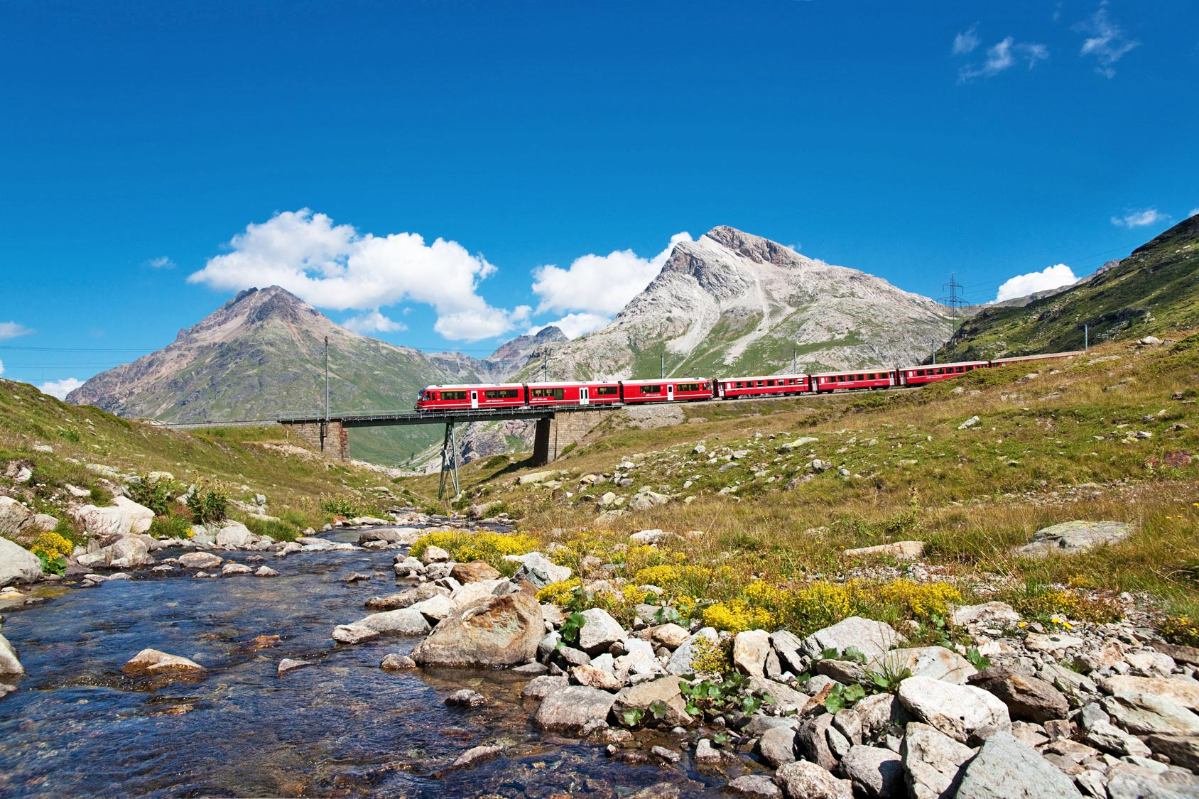 Graubünden - Bernina-Express am Piz Bernina
